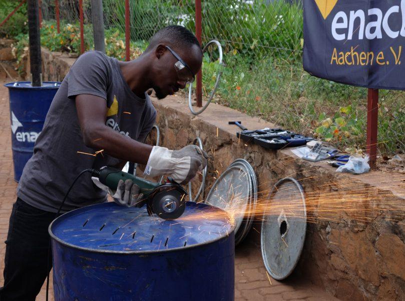 Pilotprojekt in Ruanda: Biokohle aus Abfällen